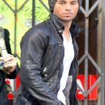 Enrique Iglesias gets to work on his new music video